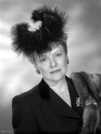 Minna Gombell on Furry hat Portrait Photo by  Movie Star News