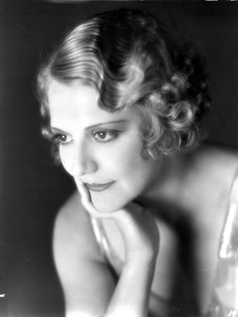Minna Gombell sitting and Leaning Face on Hand Portrait Photo by  Movie Star News