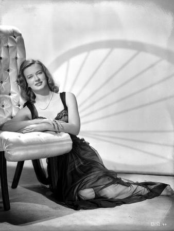 Osa Massen sitting on Floor Leaning Portrait Photo by  Movie Star News