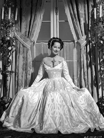 Merle Oberon on a Gown sitting Photo by  Movie Star News