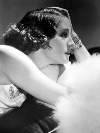 Norma Shearer Lying in Classic Foto af  Movie Star News