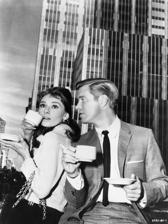 Audrey Hepburn and George Peppard Breakfast at Tiffany's Movie Scene - P... Foto af  Movie Star News