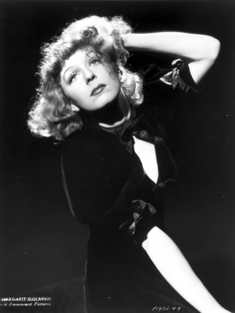 Margaret Sullivan Looking Up in Black Dress with Black Background Foto af  Movie Star News