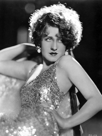 Norma Shearer Reclining in Shimmering Tank Top Dress Foto af  Movie Star News