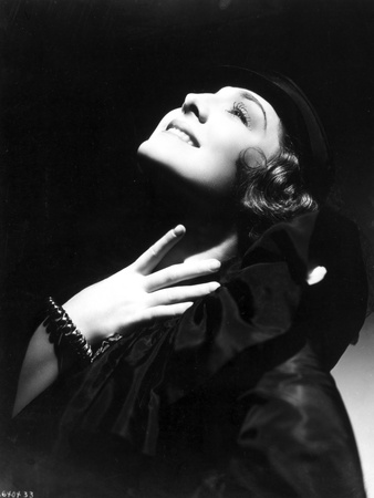 Norma Shearer Looking Up in Classic with Bracelet Foto af  Movie Star News