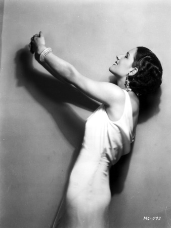 Norma Shearer Looking Up in Classic with Earrings Foto af  Movie Star News