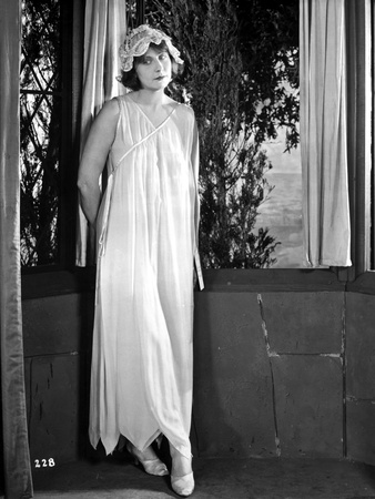 Dorothy Dalton Posed in Classic with Sleeping Attire Photo by  Movie Star News