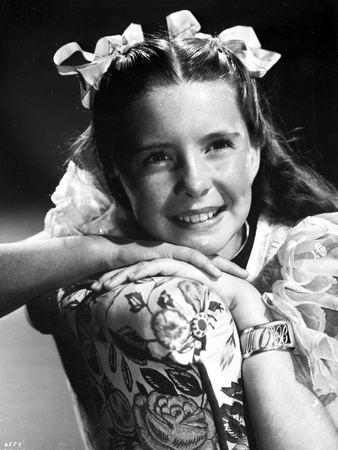 Margaret O'brien on a Lace Sleeve and smiling Photo by  Movie Star News