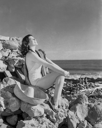 Rita Hayworth Side View Pose and Looking Up Photo by  Movie Star News