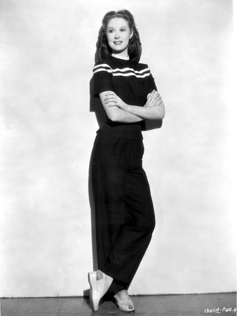 Norma Shearer Hands on Hips in Classic Foto af  Movie Star News