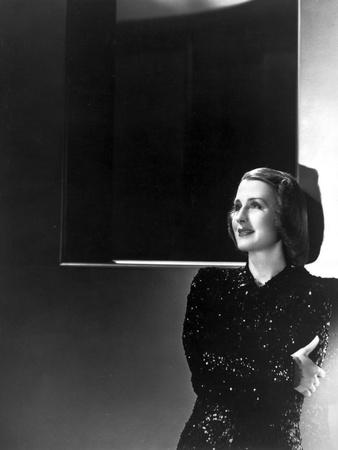 Norma Shearer Posed in Shimmering Dress Foto af  Movie Star News