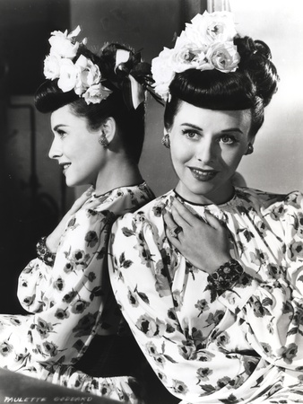 Paulette Goddard Posed in Printed Top Photo by  Movie Star News