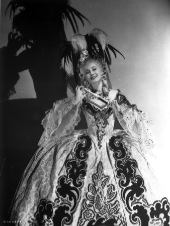 Norma Shearer standing in Ball Gown Foto af  Movie Star News