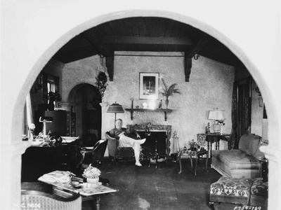 W C Fields Man sitting in Living Room Photo by  Movie Star News