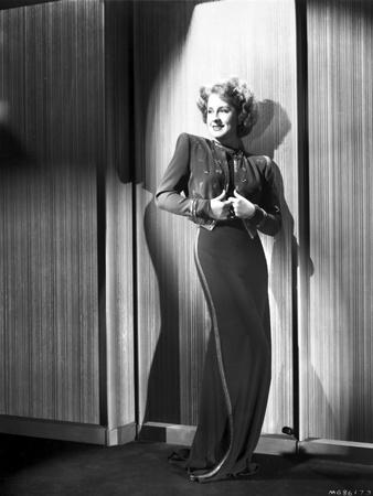 Norma Shearer Posed in Long Dress Foto af  Movie Star News