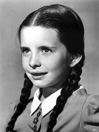 Margaret O'brien on a Collar Top Photo by  Movie Star News