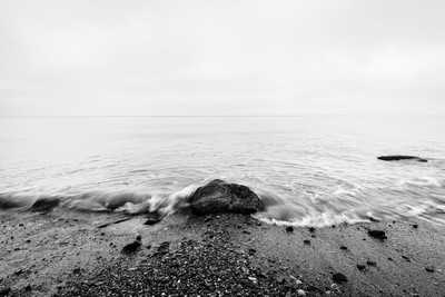 Nostalgic Sea. Waves Hitting in Rock in the Center. Black and White, far Horizon. Photographic Print by PHOTOCREO Michal Bednarek