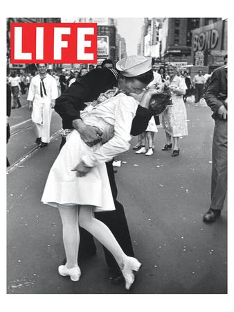 LIFE VJ Day Soldier Kissing girl Birinci Sınıf Giclee Baskı