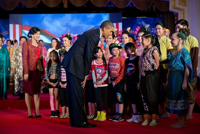 President Barack Obama and Thai Prime Minister Yingluck Shinawatra Greets Young Performers Photo