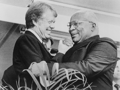Jimmy Carter, Shaking Hands with Rev. Martin Luther King, Sr. in 1976 Photo