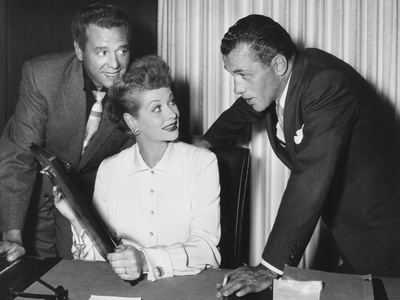 From Left: Desi Arnaz, Lucille Ball, Ed Sullivan, 1950s Foto