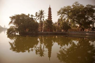 Vietnam, Ha Noi, West Lake. the Ancient Tran Quoc Pagoda Sits Surrounded by Vegetation Fotografie-Druck von Niels Van Gijn