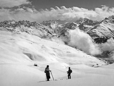 Skier Near Arosa Fotografik Baskı