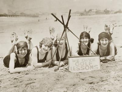 Women on a Beach in California, 1927 Photographic Print by Scherl Süddeutsche Zeitung Photo