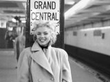 Marilyn in Grand Central Station Kunstdruck von Ed Feingersh