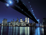 Le pont de Brooklyn de nuit, New York Posters par Henri Silberman