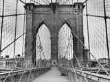 Pedestrian Walkway on the Brooklyn Bridge Fotografiskt tryck av  Bettmann