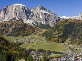 Corvara in Gader Valley, Alto Adige. Mount Sassongher in the Background Fotografisk trykk av Martin Zwick