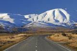 Road Near Oturehua and Hawkdun Range, Maniototo, Central Otago, South Island, New Zealand Photographic Print by David Wall