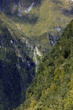 Towering Peaks and Narrow Gorge of Milford Sound on the South Island of New Zealand Reproduction photographique par Paul Dymond