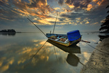 Sunrise at Beach with Reflection and Boat Stampa fotografica di Tuah Roslan