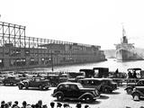 SS Queen Mary At West Side Piers Plakater av HA Dunne
