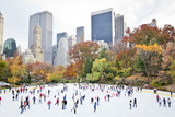 Ice Skaters Having Fun in New York Central Park in Fall Fotoprint av Stuart Monk