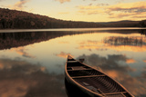 Water And Boat, Maine, New Hampshire Border, USA Fotografie-Druck von  Panoramic Images