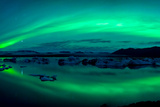 Aurora Borealis or Northern Lights over the Jokulsarlon Lagoon, Iceland Fotografie-Druck von  Panoramic Images