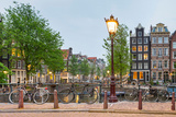 Bikes and houses along canal at dusk at intersection of Herengracht and Brouwersgracht, Amsterda... Fotografie-Druck von  Panoramic Images
