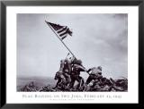 Hissen der Flagge auf Iwo Jima, 23. Februar 1945 Poster von Joe Rosenthal