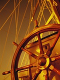 Wooden Steering Wheel on Sailboat Fotografisk trykk av Jack Hollingsworth
