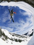 Esquiador realizando salto Lámina fotográfica por Doug Berry