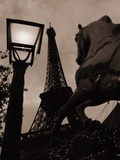 Carousel Horse, Street Light and Eiffel Tower Photographie par Jack Hollingsworth