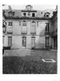 Hotel Du Grand Veneur in Paris, 60 Rue De Turenne, 1901 Giclee Print by Eugene Atget