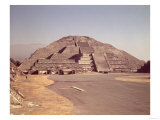 Pyramid of the Moon, Built circa 100-350 AD Giclee Print