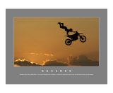 Succes, Deltavlieger boven zee, met Engelse tekst: Success Fotoprint van Harry Starr