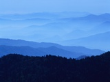 Fog Shrouding Blue Ridge Mountains Photographie par Mark Karrass