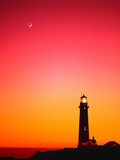 Phare au coucher du soleil Photographie par Mark Karrass
