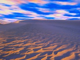 Multicolored Sky over Sand Dunes Photographie par Cindy Kassab